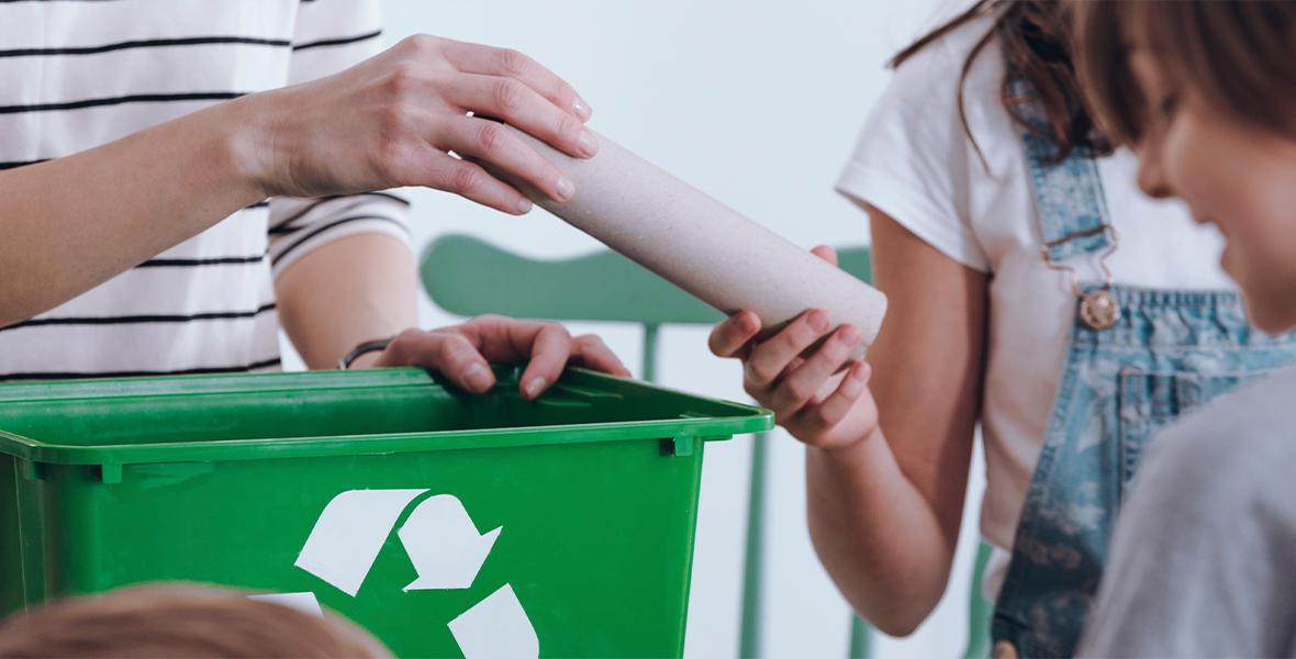 """VšĮ """"Gamtos ateitis"""" primena: skirtingi konteineriai – skirtingoms atliekoms!"""